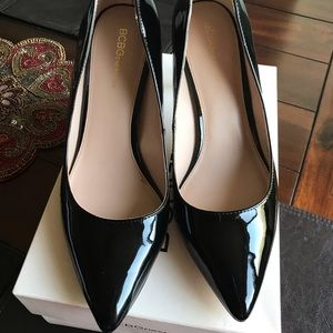 BCBG pointed pumps in patent black US Size 10